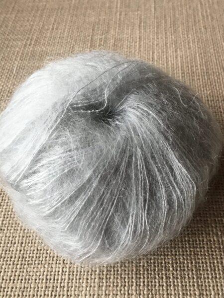 #64 silk-mohair - lys grå
